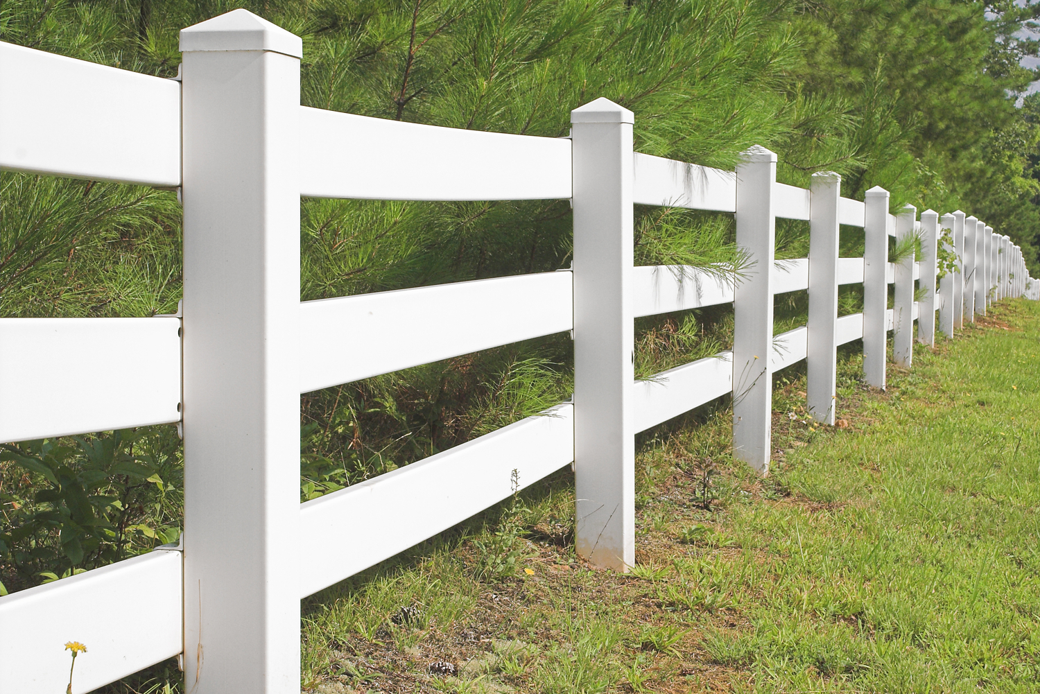 Countryside vinyl fence during day