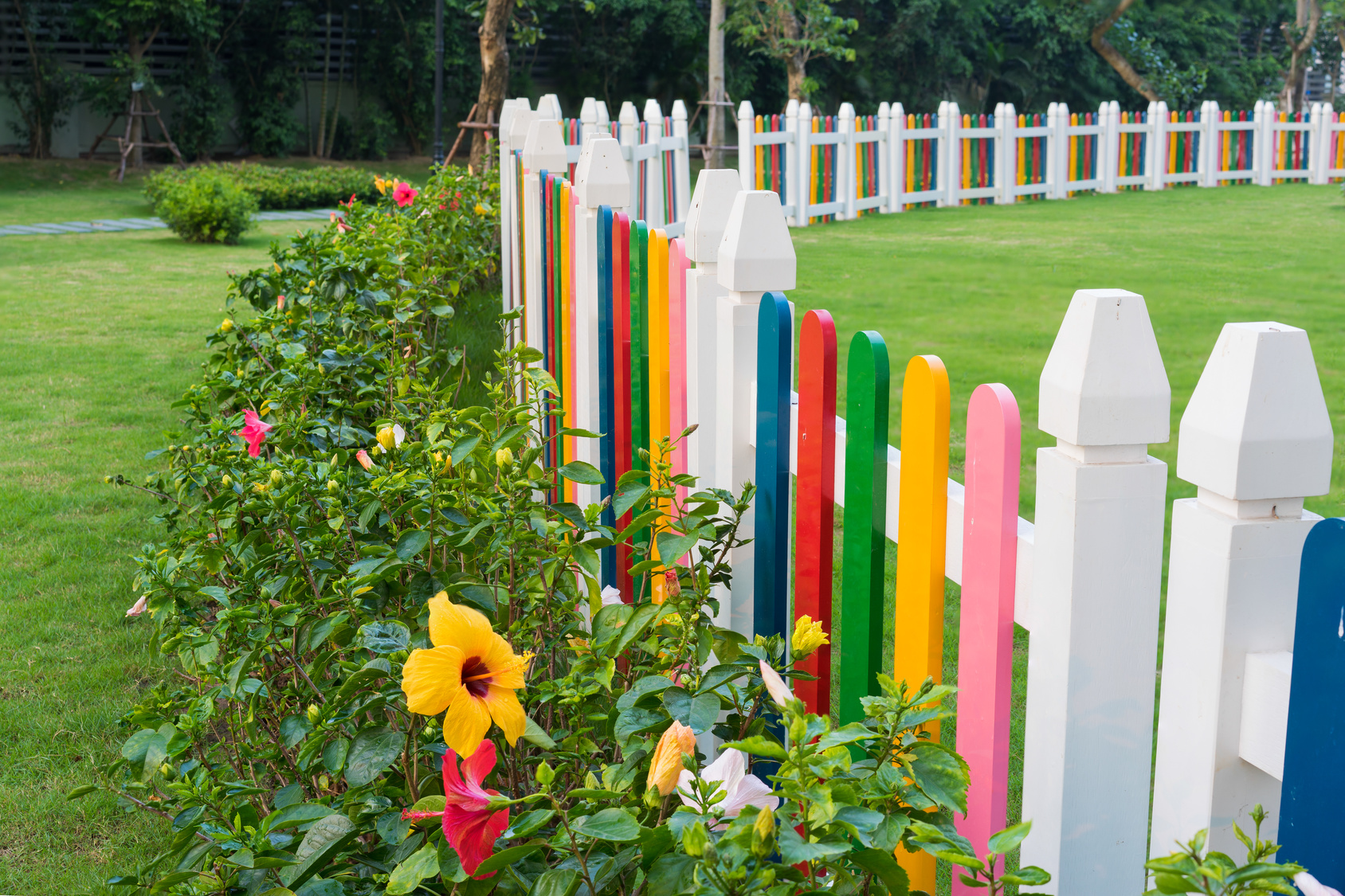 A very attractive fence with flowers